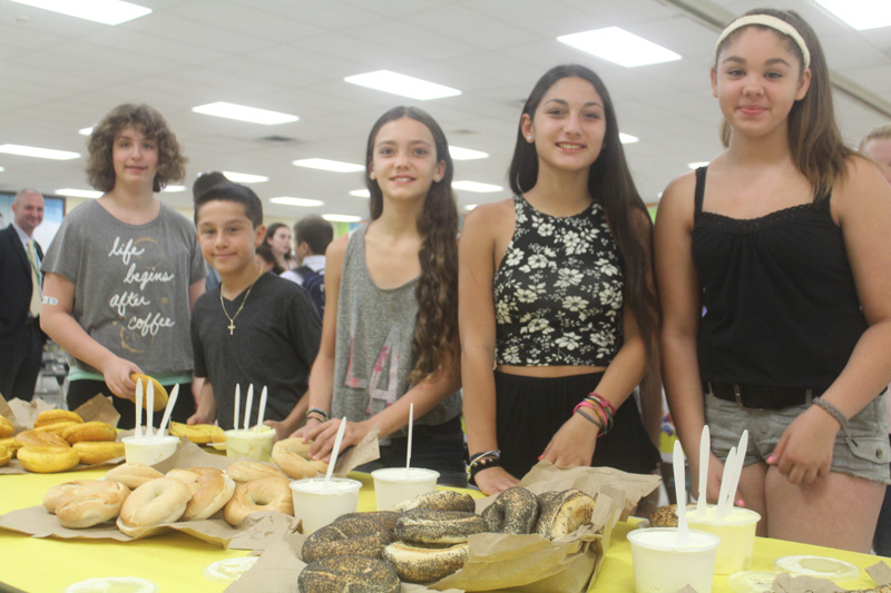 Gelinas welcomes new seventh-graders at breakfast